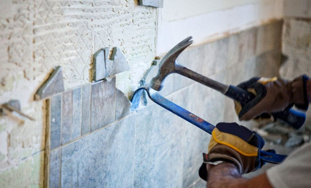How to Remove Tiles From Bathroom Walls